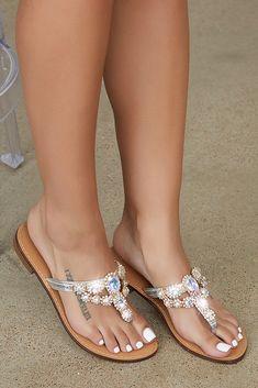 Vatican Jewel Flip Flop Sexy High Heels, High Heel Pumps, Pumps Heels, Pretty Sandals, Cute Sandals, Moda Fashion, Fashion Shoes, White Wedding Shoes, Beautiful Toes