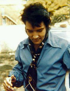Awesome Elvis....LOVE THIS PIC OF ELVIS