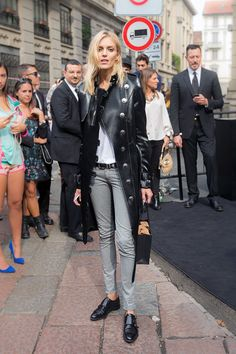 Anja looking completely stunning and oozing cool #offduty in Milan. #AnjaRubik