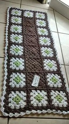 Tapete Oval De Croche Passo Crochet Squares, Crochet Granny, Crochet Motif, Crochet Doilies, Free Crochet, Knit Crochet, Crotchet Patterns, Doily Patterns, Crochet Table Runner