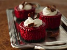 Mini Red Velvet Cheesecakes.... really wanna make these they sound delicious
