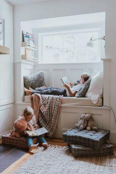 Corner Reading Nooks, Reading Nook Closet, Bedroom Reading Nooks, Reading Nook Kids, Cozy Reading Corners, Bedroom Nook, Cozy Corner, Kids Corner, Book Nooks