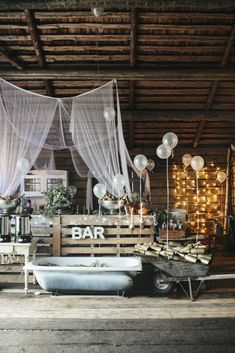 Essential OutDoor Wedding Tips - Wedding Tips 101 Rustic Wedding Bar, Shed Wedding, Barn Wedding Venue, Outside Wedding, Wedding Tips, Country Barn Weddings, Lilac Wedding, Wedding Bouquets, Outdoor Wedding Photography