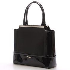 #Maggio #Magnolia Luxusní černá lakovaná kabelka Maggio z kolekce 2016. Kabelka má saffianové čelo. Je malá, pevná, uvnitř jsou menší kapsy na drobnosti. Zapínání zipem má po celé délce. Na zadní straně má praktickou kapsu na zip. S touto kabelkou si můžete vyjít na ples, recepci, či do divadla.