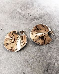 Kenneth Cole New York Gold Edge Hoop Earrings – Fine Jewelry & Collectibles Rose Gold Earrings, Statement Earrings, Drop Earrings, Cute Jewelry, Jewelry Accessories, Jewelry Trends, Rose Gold Plates, Purses And Bags, Jewelery