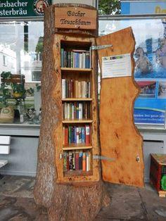 A bookshelf shaped like a tree trunk… what a cut… – … - Bücherregal Dekor Little Library, Little Free Libraries, Free Library, Library Ideas, Mini Library, Diy Home, Home Decor, Diy Casa, Decorate Your Room
