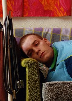Ewan McGregor in Trainspotting. Directed by Danny Boyle, movie released in Movies And Series, Movies And Tv Shows, Tv Series, La Haine Film, I Love Cinema, Movie Shots, Film Inspiration, Ewan Mcgregor, Music Film
