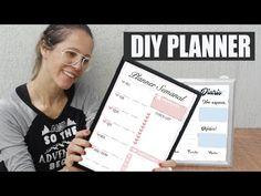 DIY Planner Diario e semanal, aproveite e faça o seu para te ajudar a organizar nos estudos.#planner #estudo #diy Planner Diario, Diys, Youtube, Diy Crafts, Education, Art, Balloon Tower, Balloon Flowers, School Supplies