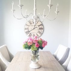 Aren't the green hydrangea's a perfect base for these roses?  Love the color combo and the way it fills out the vase without spending an arm and a leg.