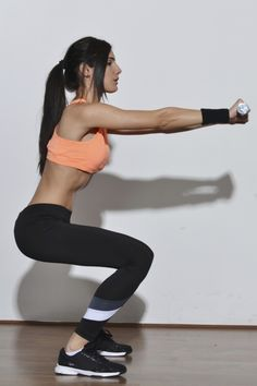 5-minute butt workout for those who love squats and lunges