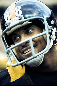 Lynn Swann helped the Steelers win four Super Bowls in 1978 and He amassed 336 career receptions for yards and 51 touchdowns, along with 72 rushing yards, a rushing touchdown, and 739 punt return yards and a touchdown. He was selec Steelers Football, Sport Football, Football Helmets, Football Humor, Football Players, Lynn Swann, Pittsburgh Sports, Football Is Life, Steeler Nation
