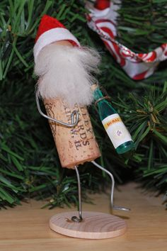 Wine Cork Santa on stand - All because two people drank wine! This santa is a great gift for those friends who we drink wine a - Wine Craft, Wine Cork Crafts, Wine Bottle Crafts, Wine Bottles, Funny Christmas Ornaments, Christmas Wine, Snowman Ornaments, Wine Cork Ornaments, Wine Cork Projects