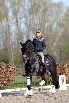Edward & Undercover (x Ferro) A Dutch Olympian wearing a helmet when training :)