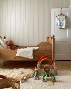8 Cheap Things to Maximize a Small Bedroom. Cute Apartment, Apartment Bedroom Decor, Home Bedroom, Room Decor Bedroom, Kids Bedroom, Bedroom Signs, Master Bedrooms, Bedroom Ideas, Boy Room