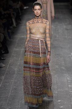 Valentino Fall 2016 Ready-to-Wear Fashion Show - Jessica Burley (Elite)