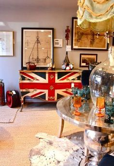 Union Jack dresser. I need this for my house!!!! It reminds me of my 1st home!!!! Miss... I can't wait to take Jackson there some day soon!!!