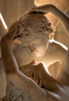 Psique reanimada por el beso del amor, por Antonio Cánova, Mármol blanco, (Neoclasicismo), Museo del Louvre, París, Francia, 1786-1793   José Miguel Hernández Hernández