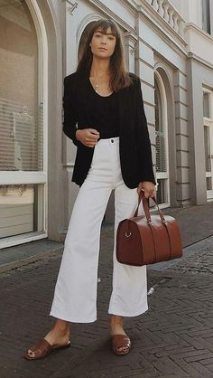 If you have a piece that has fallen in the fashion girls' taste during the summer, the gringo is definitely the little lanyard. The article shows a st. Chic Outfits, Spring Outfits, Fashion Outfits, Womens Fashion, Fashion Tips, Look Legging, Elegantes Outfit, Professional Outfits, Work Fashion