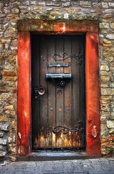 What a magical door. Makes me think there is a beautiful garden on the other side.