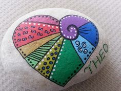 Here you will realize how you can get creative with a simple small rock. Before we talking about Easy Rock Painting ideas, the first thing you should know is the right way to paint on a rock. Heart Painting, Pebble Painting, Dot Painting, Pebble Art, Stone Painting, Painted Rocks Kids, Painted Stones, Inspirational Rocks, Rock And Pebbles