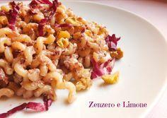 La pasta al radicchio e noci è un primo piatto facile e veloce da preparare, adatto a chi gradisce il gusto amaro di questo ortaggio