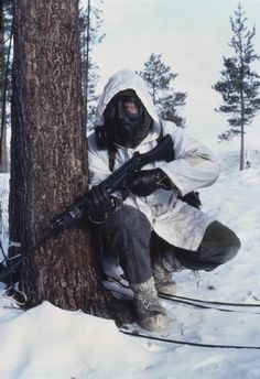 """uss-edsall: """" Winter warfare training in Norway, A British soldier, equipped with gas mask and rifle participates in chemical warfare training during Exercise HARDFALL. Military Special Forces, Military Police, Military Weapons, Military Art, Military History, British Armed Forces, British Soldier, British Army, Future Soldier"""