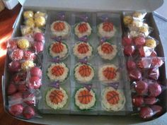 Basketball Team Cupcake and Cake Pop Assortment. Vanilla cupcakes with cream cheese frosting, decorated with cake pop basketballs. Cupcakes With Cream Cheese Frosting, Vanilla Cupcakes, Basketball Cake Pops, Cupcake Cakes, Sushi, Baking, Birthday, Fairytale, Ethnic Recipes