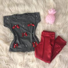 A imagem pode conter: sapatos Cute Kids Fashion, Baby Girl Fashion, Toddler Fashion, Kids Outfits Girls, Toddler Outfits, Baby Girl Dresses, Baby Dress, Baby Boy Doll Clothes, Little Girl Closet