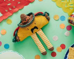 Señor Taco Amigurumi Has Arrived . Just in Time for National Taco Day! Get the pattern! Kawaii Crochet, Crochet Food, Crochet Art, Crochet Animals, Crochet Crafts, Crochet Dolls, Crochet Projects, Crochet Patterns, Candy Corn