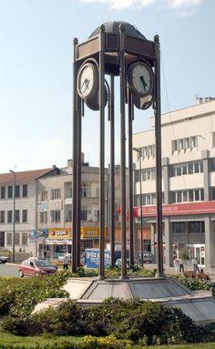 Nostalji köşemizde bugün; Saat Kulesi Bursa 'nın güzelliklerini paylaşmaya devam edeceğiz.  Bizi takip edin. #bursa #nostalji #saatkulesi