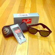 Ray-Ban RB2140 Original Wayfarer Sunglasses Brand new Ray-Ban RB2140 Original Wayfarer sunglasses 54mm, black frame with crystal green polarized lenses. Comes with original box, case, cleaning cloth, and info sheet. Ray-Ban Accessories Sunglasses