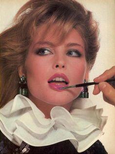 Photographer : Irving Penn Model : Kim Alexis 1980 1980s Makeup, Makeup Ads, Beauty Makeup, 80s Fashion, Fashion Beauty, Vintage Fashion, Fashion Mag, Fashion Models, Kelly Emberg