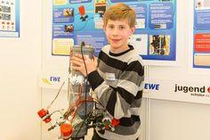 Ein Modellfahrzeug, das über vier Rotoren betrieben wird und unter Wasser fährt. Mit diesem Projekt hat Adrian Dobbelstein (13) vom Max-Planck-Gymnasium in G...