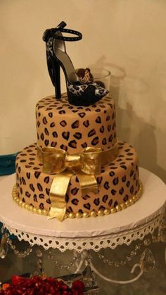 Leopard cake I love Pretty Cakes, Cute Cakes, Beautiful Cakes, Amazing Cakes, Torta Animal Print, Leopard Cake, Cheetah, Leopard Party, Leopard Prints