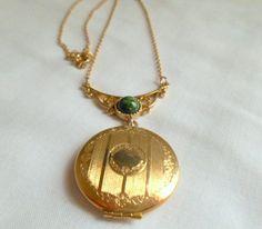 Vintage gold toned locket pendent Necklace by houuseofwren on Etsy