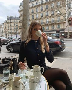 Photo by Nitsan Raiter on October 10, 2020. Image may contain: one or more people, drink and outdoor. Classy Aesthetic, Aesthetic Girl, Estilo Ivy, Edit My Photo, Elegantes Outfit, Parisian Chic, Rich Girl, Rich Man, Mode Inspiration