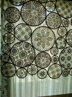 Embroidery Vintage embroidery hoops and doilies - window treatment? what a neat idea-- especially if/when doilies are dyed! - Made and shared by Odile Gova aka woolly fabulous. Doilies Crafts, Lace Doilies, Crochet Doilies, Framed Doilies, Doily Art, Diy Projects Using Embroidery Hoops, Diy Embroidery, Vintage Embroidery, Embroidery Patterns