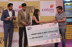 Tanya+Sharma+Being+Feliciated+By+Arun+Gupta%2C+Founder+and+Director+of+mChamp.JPG (1200×800)