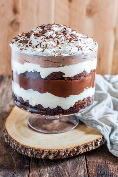Easy Trifle Recipes to Serve at Your Christmas Party Layers of brownie, chocolate pudding, and whipped cream make this trifle oh so indulgent. Layers of brownie, chocolate pudding, and whipped cream make this trifle oh so indulgent. Layered Desserts, Easy Desserts, Delicious Desserts, Dessert Recipes, Trifle Bowl Recipes, Chef Recipes, Party Recipes, Holiday Recipes, Christmas Recipes