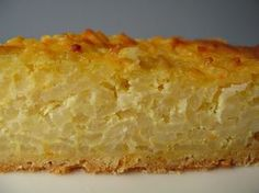 Torta di riso recipe (this is a traditional Italian cake make with rice, milk, raisins, rum...)