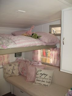 Ooohh, love the different layout so one bunk isn't totally over the other! You could even do a drop-down desk under the top bunk! My shabby chic Shasta Compact! Camping Vintage, Vintage Rv, Vintage Caravans, Vintage Travel Trailers, Vintage Pink, Travel Trailer Interior, Camper Interior, Interior Design, Interior Ideas