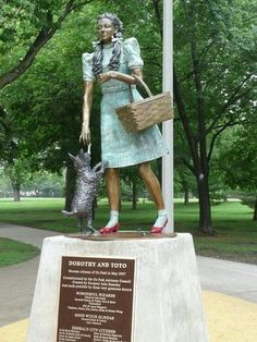 Oz Park Chicago, Chicago Art, Chicago Sculpture, Need A Vacation, Vacation Ideas, Places To Travel, Places To Visit, The Second City, Famous Graves