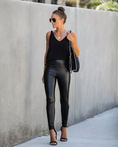 Damen & Kinds Model Observe Fake Leather-based Leggings This text options info on ten flowering pano Legging Outfits, Summer Pants Outfits, Leggings Outfit Fall, Tribal Leggings, Black Leggings Fashion, Fashion Black, Petite Fashion, Curvy Fashion, Fall Fashion