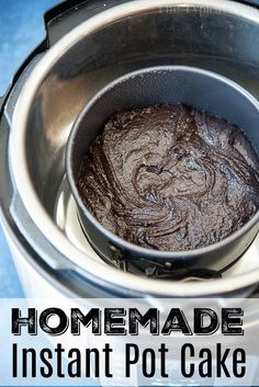 This easy Instant Pot chocolate cake with raspberry sauce recipe is so amazing you won't want to share! The moistest cake ever and only takes 35 minutes! Pressure Cooker Cake, Pressure Cooker Desserts, Instant Pot Pressure Cooker, Pressure Cooking, Slow Cooker, Pressure Pot, Instant Pot Cake Recipe, Instant Pot Dinner Recipes, Flowerless Chocolate Cake