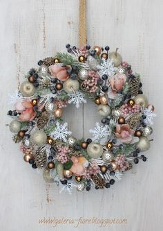 DIY Wreaths for the Holidays that Won't Cost you a Cent. Rose Gold Christmas Decorations, Christmas Advent Wreath, Christmas Door Wreaths, Noel Christmas, Holiday Wreaths, Xmas Decorations, Christmas Crafts, Advent Wreaths, Christmas Tables