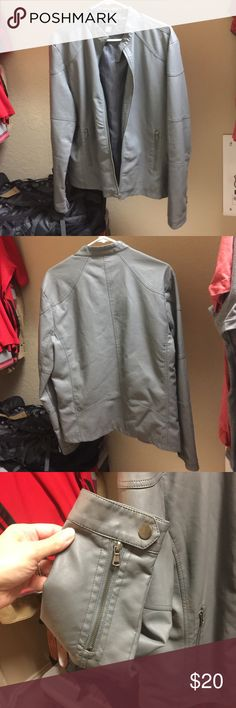 Men's Kenneth Cole Reaction Grey Jacket Men's Light Grey Kenneth Cole Reaction Jacket- no stains, rips , holes, or tears, used but not that extensively-doesn't get too cold here in Texas/// Size Medium Kenneth Cole Reaction Jackets & Coats