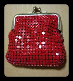 Modern mesh - classic style kiss lock coin purse in red.