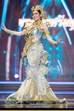 Miss Grand Thailand 2017 'Phra Nakhon Si Ayutthaya' Thailand National Costume, Thailand Costume, Thai Fashion, Weird Fashion, Thai Traditional Dress, Traditional Outfits, Recycled Dress, Mermaid Outfit, Thai Dress