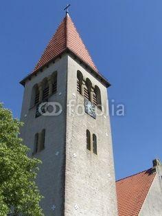Der Kirchturm der evangelisch reformierten Kirche in Helpup bei Oerlinghausen in Ostwestfalen-Lippe