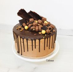 Suklaakakku, suklaadrip, chocolatedrip Macarons, Tiramisu, Birthday Cake, Cakes, Ethnic Recipes, Desserts, Food, Tailgate Desserts, Deserts